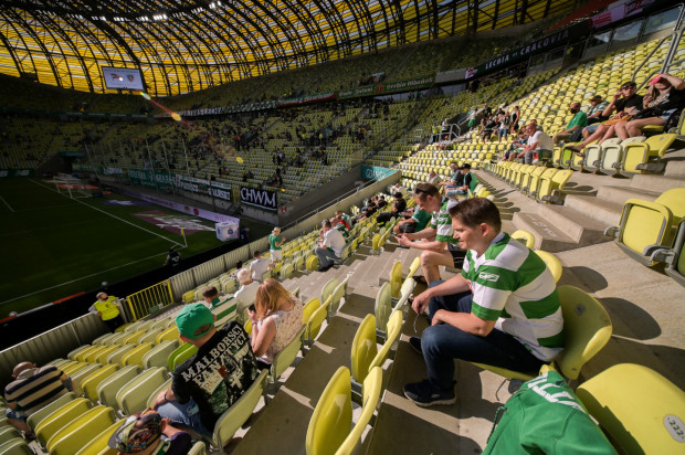 Koronawirus znacznie ograniczył przychody klubu z dnia meczowego. W Lechii Gdańsk z tego tytułu ubyło około 5 mln zł, gdyż średnia frekwencja jest o 10 tys. mniejsza niże przed pandemią.