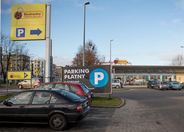 Do spornych sytuacji dochodzi najczęściej na płatnych parkingach przy sklepach zarządzanych przez prywatnych operatorów (zdjęcie ilustracyjne).