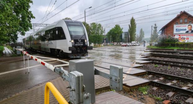 Mieszkańcy wskazują na konieczność pilnych inwestycji na przejeździe kolejowym w okolicy Chylońskiej, gdzie rozwiązaniem byłby tunel.