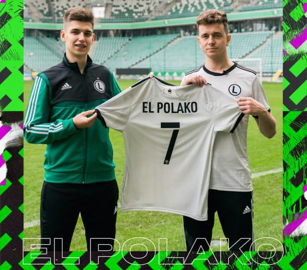 """Gracjan """"El Polako"""" Gołębiewski (z lewej) zaprezentowany jako gracz Legii Warszawa. Na zdjęciu z reprezentacyjnym kolegą - Miłoszem 'milosz93' Bogdanowskim (z prawej)."""