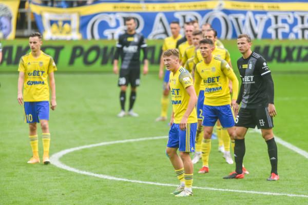 Piłkarze Arki Gdynia od trzech meczów bezskutecznie wypatrują gola w Fortuna I liga. Który z nich przełamie strzelecką niemoc?