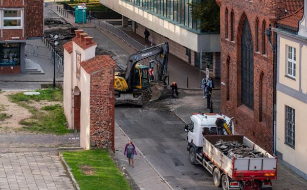 Ulica Elżbietańska w centrum Gdańska jest modernizowana. Prace mają się zakończyć w grudniu tego roku.
