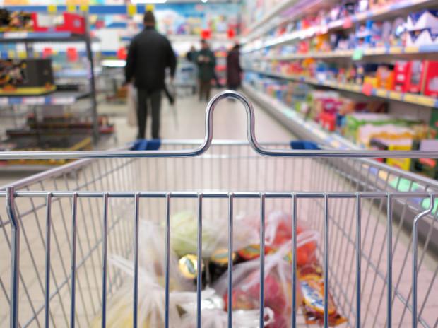 Mówi się, że rząd nie wyklucza powrotu do limitów klientów mogących przebywać w tym samym czasie w placówce handlowej.