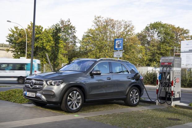 Organizatorzy oddadzą do dyspozycji uczestników w sumie osiem zelektryfikowanych modeli Mercedesa.