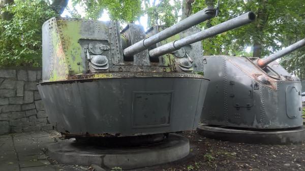 Podwójnie sprzężona radziecka armata morska 92-K kal. 85 mm pochodząca z ORP Wicher (II)