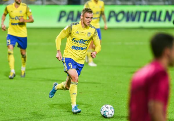 Artur Siemaszko młodzieńcze lata spędził w Stomilu Olsztyn. Latem to właśnie z tego klubu odszedł do Arki Gdynia.