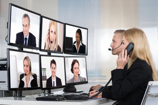W dobie pandemii wiele szkoleń, konferencji i spotkań odbywa się online. Wyjazdy służbowe są ograniczane do niezbędnego minimum.
