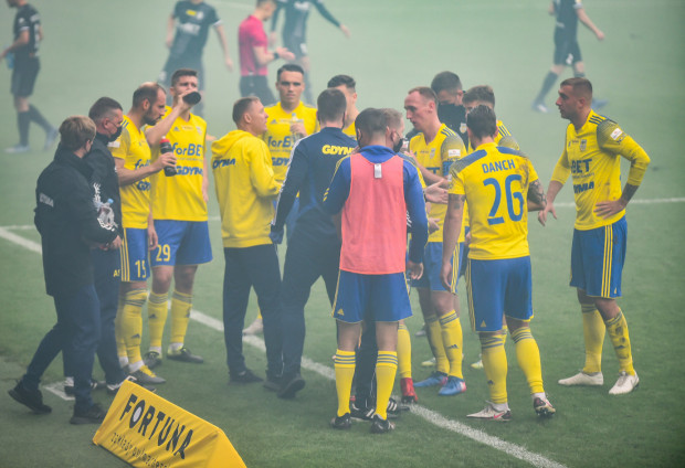 Arka Gdynia zaczęła ligowy sezon od czterech zwycięstw, ale w trzech kolejnych nie strzelili choćby gola.