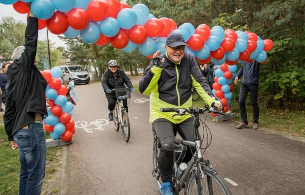 Pan Bogusław z Wrzeszcza - milionowy rowerzysta w pasie nadmorskim.