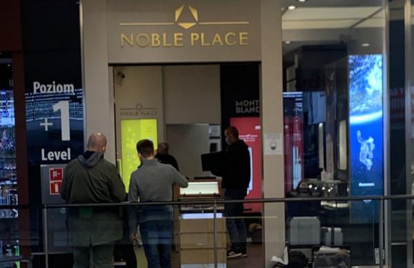 Policję powiadomił pracownik sklepu, który przyszedł w sobotni poranek do pracy.