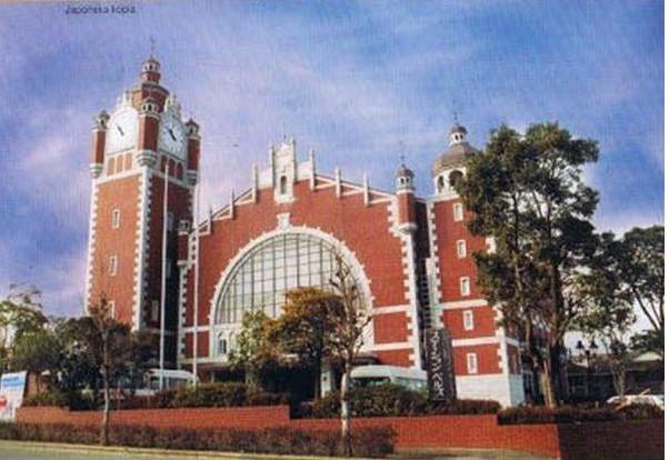 Tak prezentuje się replika gdańskiego dworca, która powstała w japońskim mieście Imari w 1984 roku.