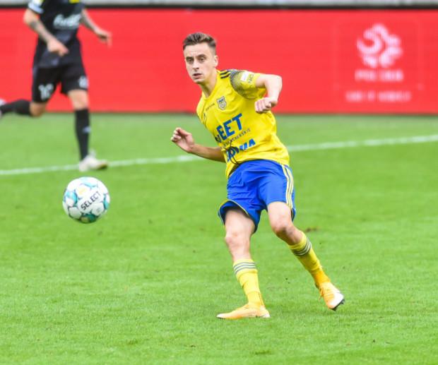 Juliusz Letniowski strzelił gola dla Arki Gdynia, ale na początku drugiej połowy nie wykorzystał doskonałej okazji na poprawę rezultatu, a drużyna, grając 11 na 10, straciła prowadzenie.