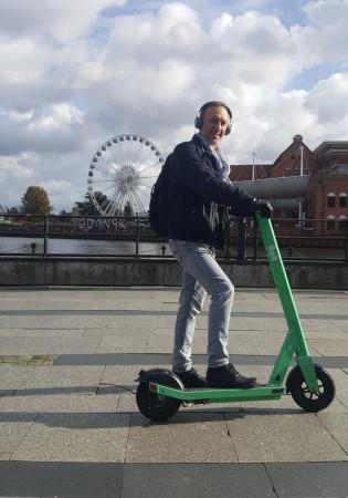 Fabian Cieślik - szef wydawnictwa Marpress w drodze do pracy.