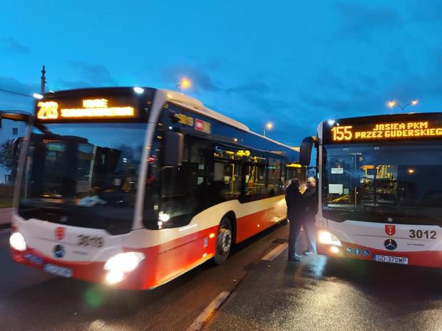Od rana urzędnicy sprawdzali sytuację na głównych pętlach przesiadkowych i centrum Gdańska. Przepełnienia stwierdzono tylko na pojedynczych liniach autobusowych.