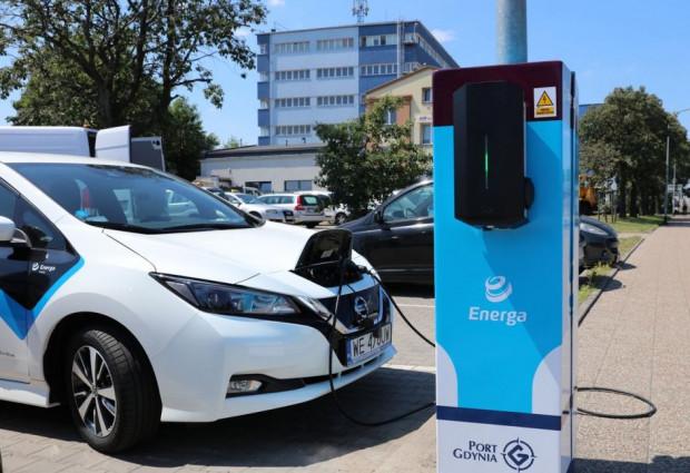 Samochód można naładować dzięki mocy zaoszczędzonej na wymianie oświetlenia sodowego na LED.