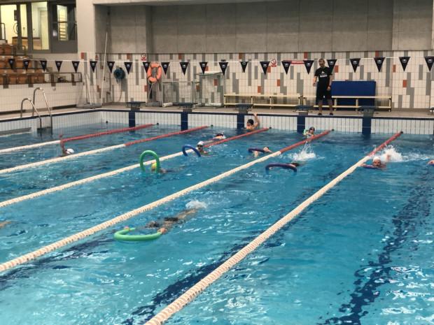 Zajęcia na basenach mogą być organizowane tylko w ramach lekcji WF, ale już nie w ramach prywatnych kursów. Czy to się zmieni?