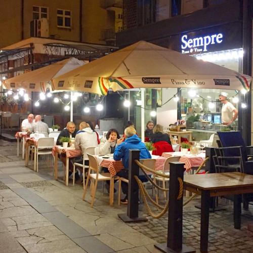 Ogródek restauracji Sempre.
