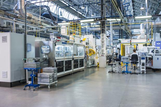 Firma każdego roku wytwarza i sprzedaje około 50 mln łożysk ślizgowych: panewek i tulejek, a także proszki brązów oraz bimetalowe taśmy brązowe.