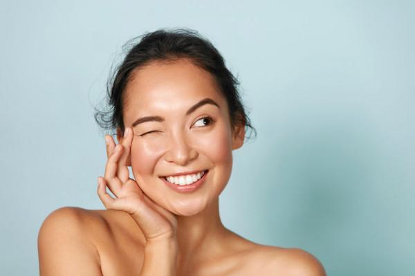Kosmetyki naturalne zyskują coraz szersze grono zwolenników. Jesteśmy coraz bardziej świadomi i chętniej dbamy o swoje ciało i środowisko.