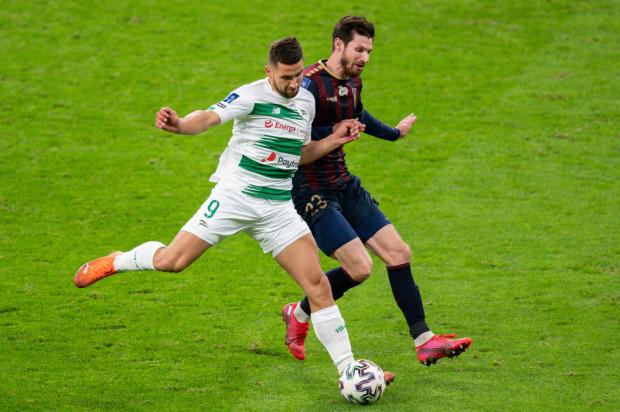 Łukasz Zwoliński przyznał, że Lechia Gdańsk w drugiej połowie meczu z Pogonią Szczecin mogła zagrać odważniej, a jemu brakowało większego wsparcia w polu karnym.
