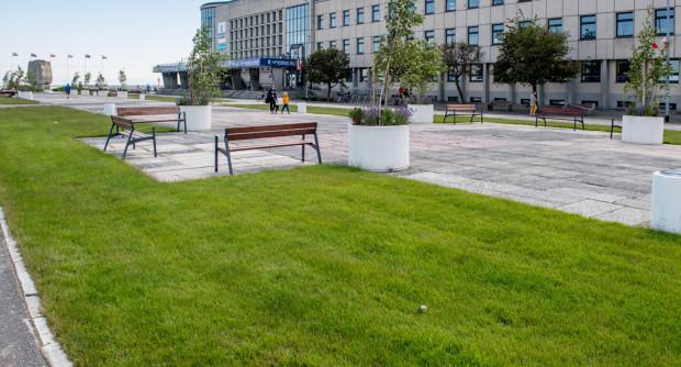 Symbolem ostatnich zmian w centrum Gdyni jest przemienienie parkingu przed Akwarium w przestrzeń do odpoczynku.