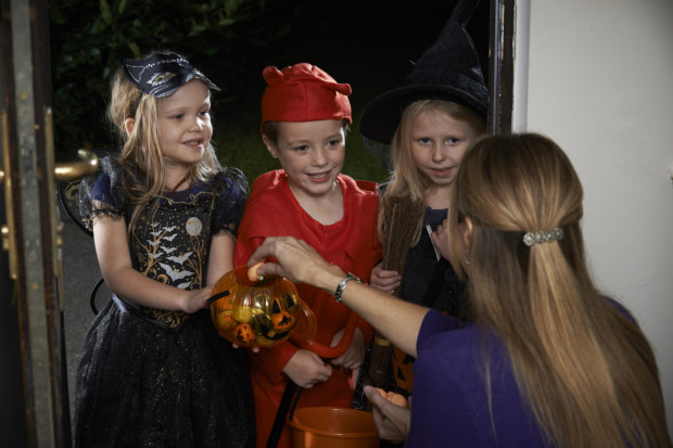Czy halloweenowe chodzenie po domach jest bezpieczne w dobie pandemii?