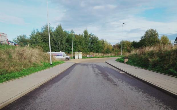 Ul. Łucznicza. Miejsce początku łącznika drogowego w kierunku ul. Niepołomickiej.
