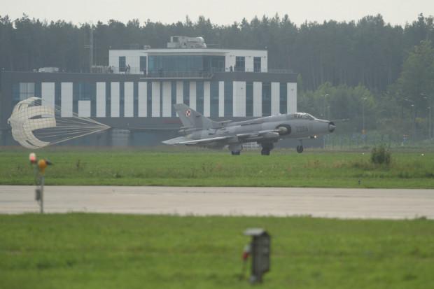 Nabywca majątku Portu Lotniczego Gdynia-Kosakowo będzie jedynie dysponował takimi obiektami, jak pas startowy czy terminal pasażerski. Cały czas z części tych obiektów korzysta wojsko i to się nie zmieni.