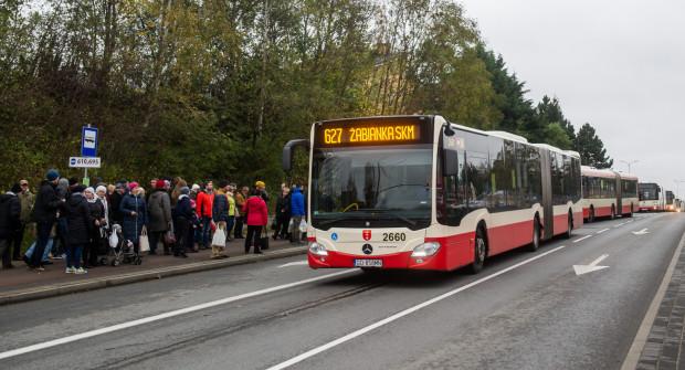 W Gdańsku, podobnie jak w Gdyni, autobusy i tramwaje w kierunku cmentarzy będą częściej jeździć już od soboty.