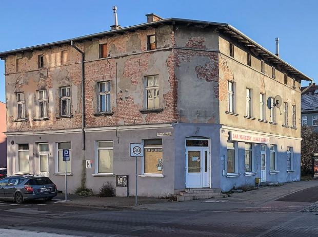 Budynek przy al. Grunwaldzkiej 503 jeszcze z szyldem Bar Mleczny Biały Zdrój.