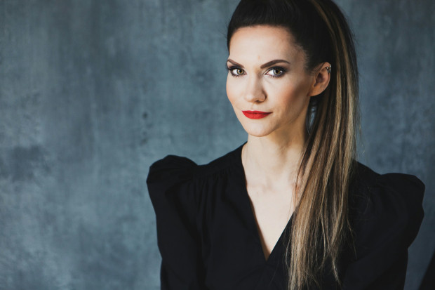 """Małgorzata Oliwia Sobczak okrzyknięta nową gwiazdą kryminału, autorka serii """"Kolory zła""""."""