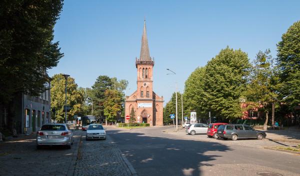 Obecny wygląd Rynku Oruńskiego, do którego w przeszłości można było dojechać także tramwajem.