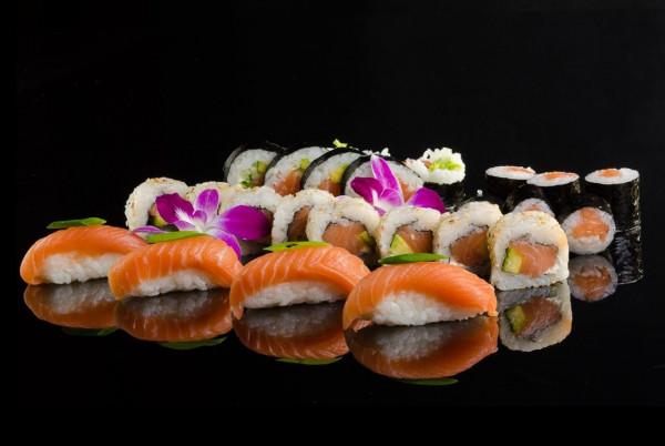 Popularność japońskiej kuchni cały czas rośnie. Kluczem do doskonałego sushi są przede wszystkim świeże składniki.