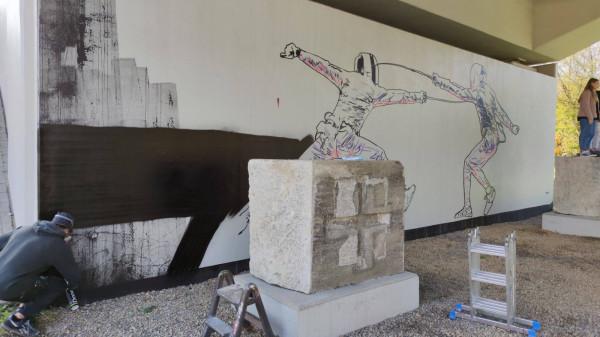Malowanie muralu rozpoczęło się przed weekendem i potrwało kilka dni.