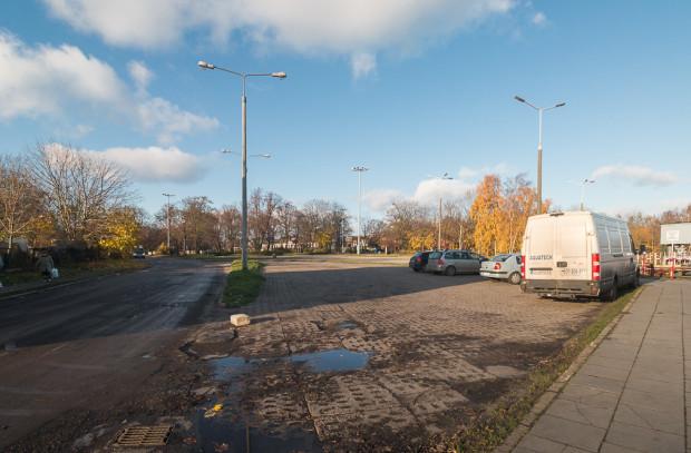 Obecny wygląd Placu Nadwodnego, gdzie znajdowała się przeprawa promowa.