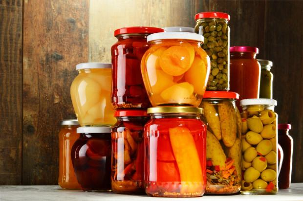 Śmiało sięgaj po kiszonki i przetwory - są zdrowe, smaczne i mają długi termin przydatności do spożycia.