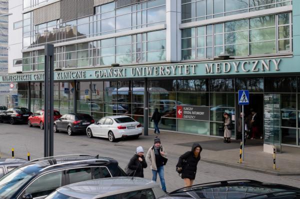 Słowami posła Bosaka oburzony jest krajowy konsultant ds. anestezjologii i intensywnej terapii prof. Radosław Owczuk z Uniwersyteckiego Centrum Klinicznego w Gdańsku.