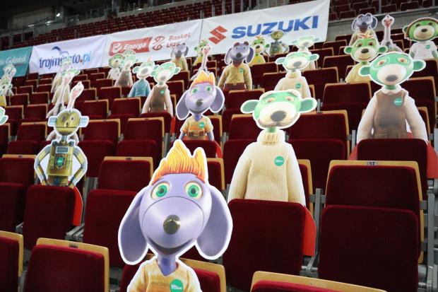 Rodzina Treflików kibicowała koszykarzom Trefla Sopot w meczu z Polskim Cukrem. Będzie też wspierać siatkarzy Trefla Gdańsk. A to wszystko do czasu, zanim kibice nie będą mogli wrócić na trybuny.