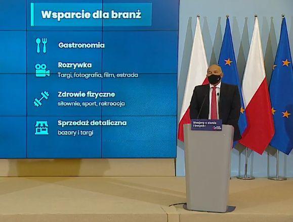 Minister finansów Tadeusz Kwieciński prezentuje sytuację polskiego budżetu i program wsparcia dla firm.