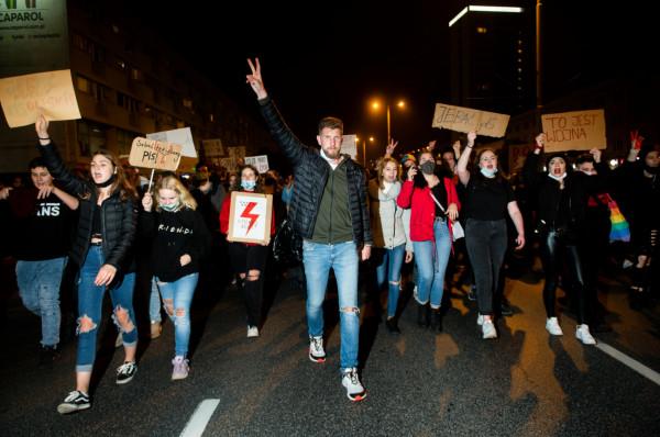 Na ulice wyszli przede wszystkim młodzi ludzie. To oni są główną siłą trwających protestów.