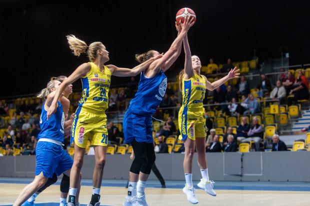 Koszykarki VBW Arki Gdynia i DGT AZS Politechniki Gdańskiej mierzyły się w przedsezonowych sparingach. Wszystkie rozstrzygnęły się na korzyść żółto-niebieskich.