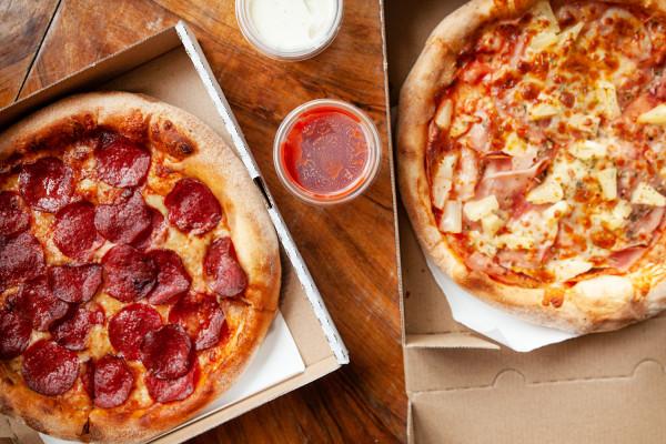 """Zamiast cyklu """"Jemy na mieście"""" zamawiam jedzenie do domu. Tym razem wybrałam sześć pizz z trzech trójmiejskich pizzerii."""