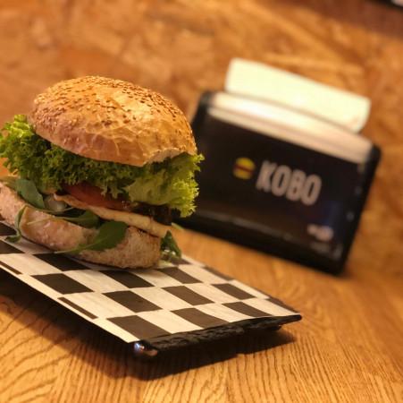 Halloumi Burger to jedna z propozycji lokalu Kobo Burger dla wegetarian.