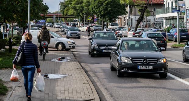 Przebudowana zostanie zarówno jezdnia, jak i chodniki przy ul. Unruga. Powstanie też droga rowerowa.