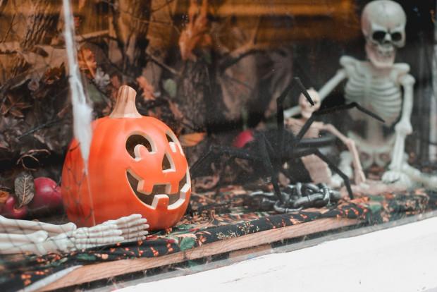 Historia halloweenowych latarni wywodzi się z Irlandii. Dawniej robiono je z brukwi, buraków czy nawet rzepy.