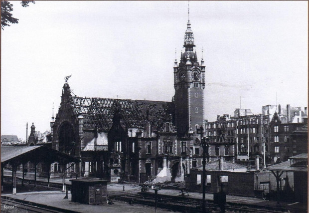 Dworzec wkrótce po zakończeniu działań wojennych.