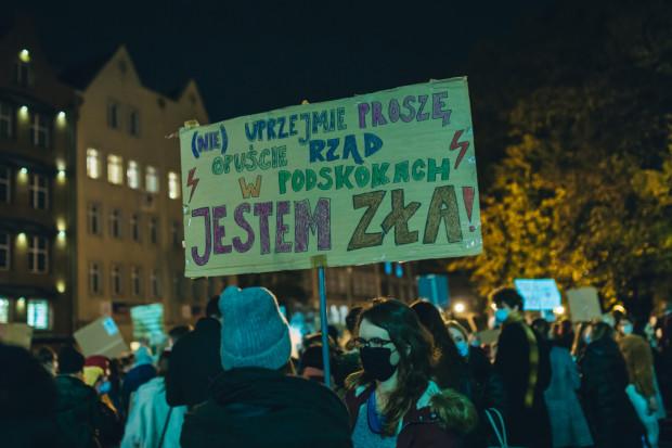 Zakaz aborcji był zapalnikiem, ale powodem protestów jest  sprzeciw wobec odbieraniu nam praw - nam kobietom, nam Polkom, ale też nam ludziom - pisze nasza dziennikarka.