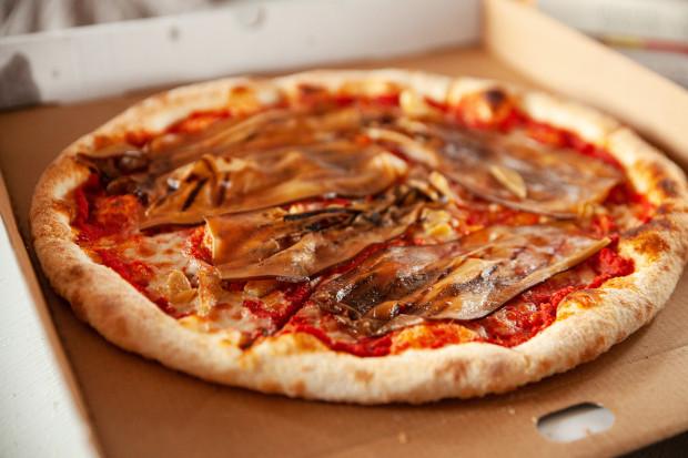 Pizza Aglio olio z Oranżerii.