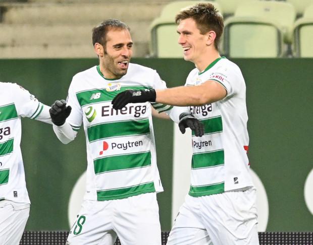 Michał Nalepa (z prawej) strzelił pierwszego gola dla Lechii Gdańsk w Krakowie, a Flavio Paixao z rzutu karnego ustalił końcowy wynik.