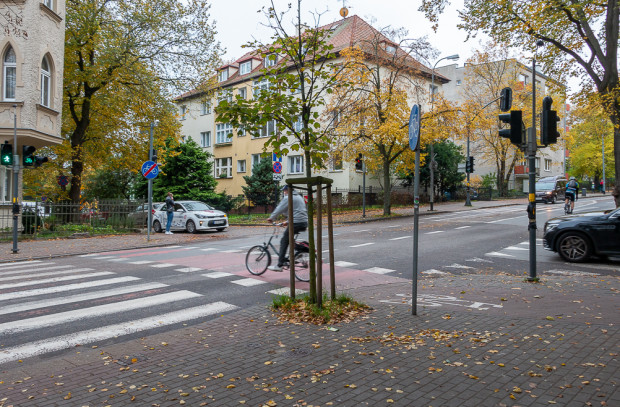 Wzdłuż ul. 3 Maja przewidziano wyznaczenie pasów rowerowych w jezdni.
